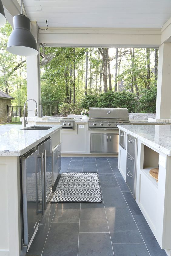 Backyard Kitchen Ideas: Mesmerizing All-White