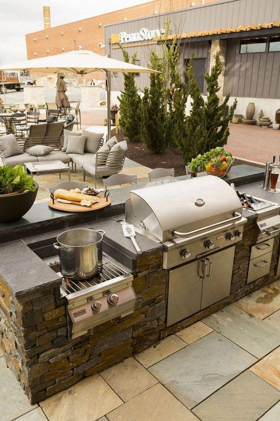 Backyard Kitchen Ideas: Natural-Looking Kitchen