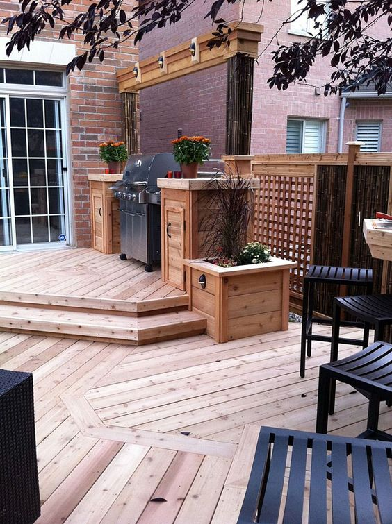 Backyard Kitchen Ideas: Cozy Wooden Deck