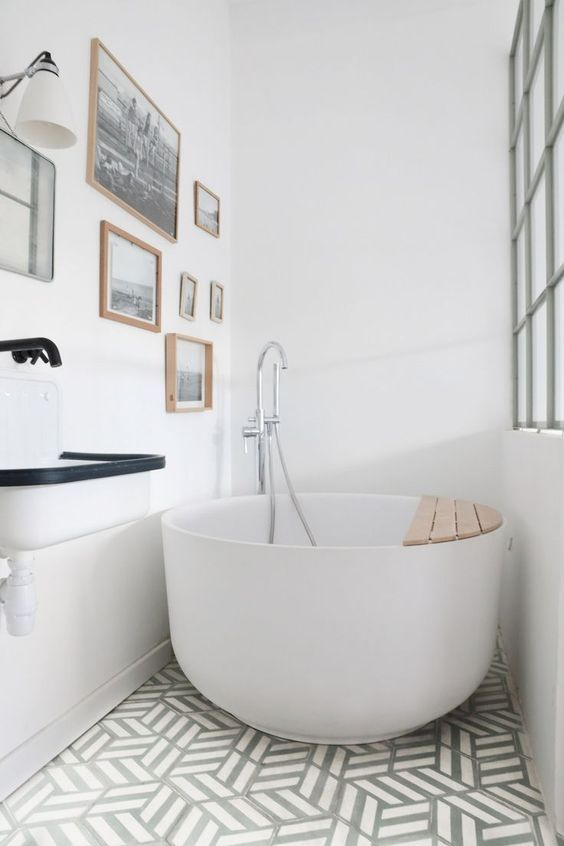 Bathroom Bathtub Ideas: Minimalist Soaking Tub