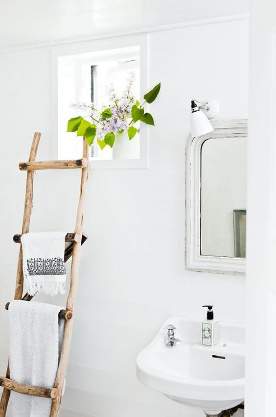 Bathroom Storage Ideas: Stunning Vintage Shelf