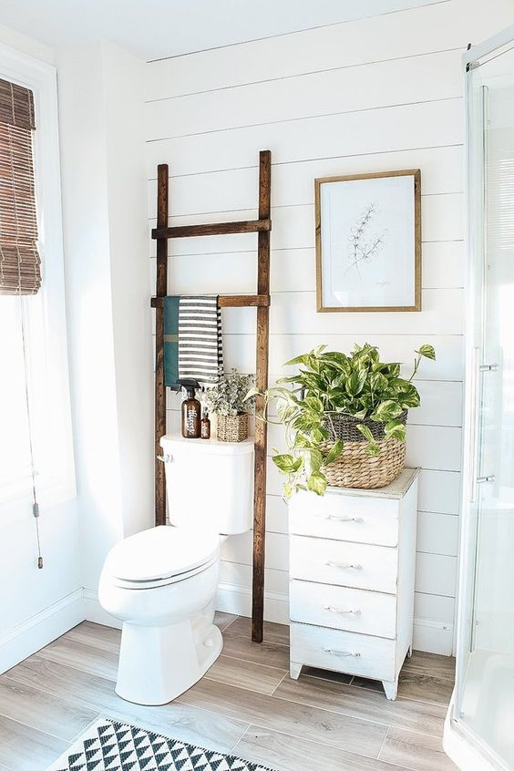 Bathroom Storage Ideas: Wooden Towel Stand