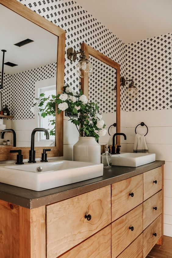 Bathroom Storage Ideas: Eye-Catching Retro Vintage