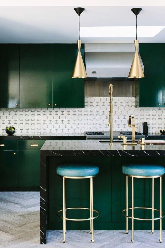 Dark Kitchen Ideas: Stunning Dark Green