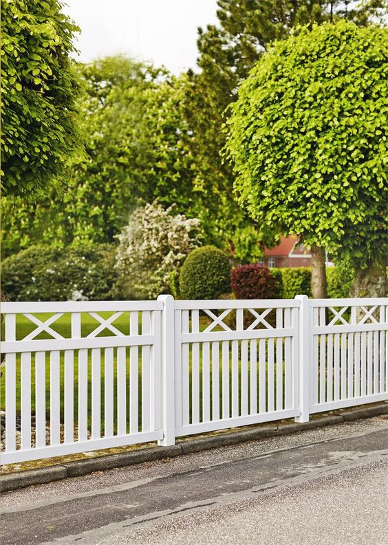 Fence Ideas: Attractive Flat Top