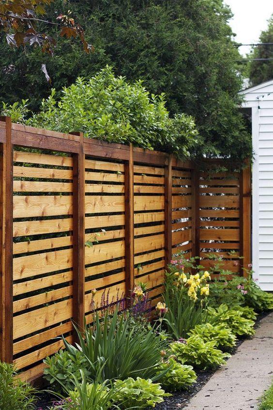 Fence Ideas: Earthy Wood Pallet