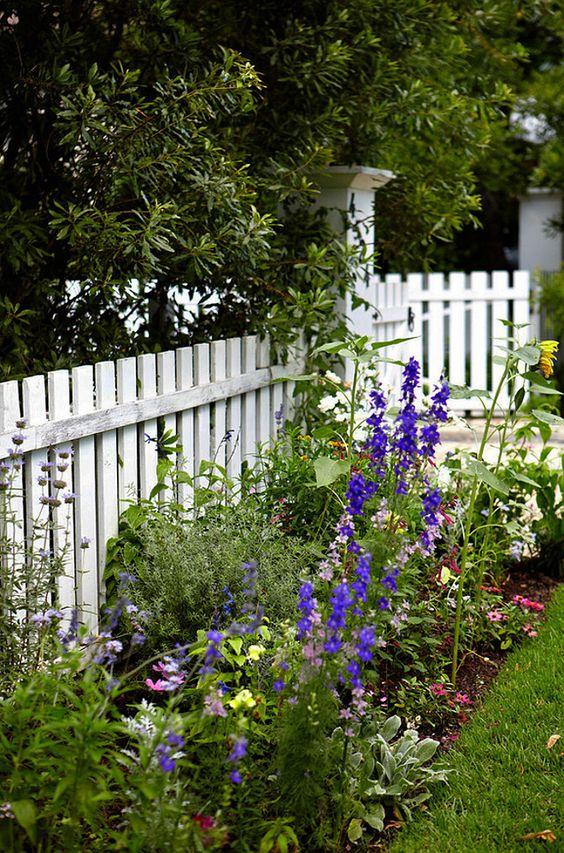 Fence Ideas: Simple Garden Fence