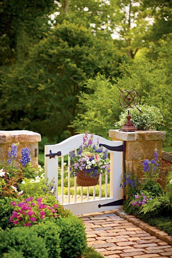 Fence Ideas: Captivating Shabby Chic