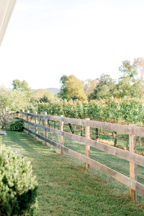 Fence Ideas: Simple Rustic Style
