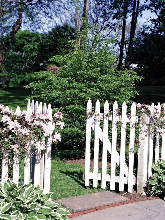 Fence Ideas: Picket Garden Fence