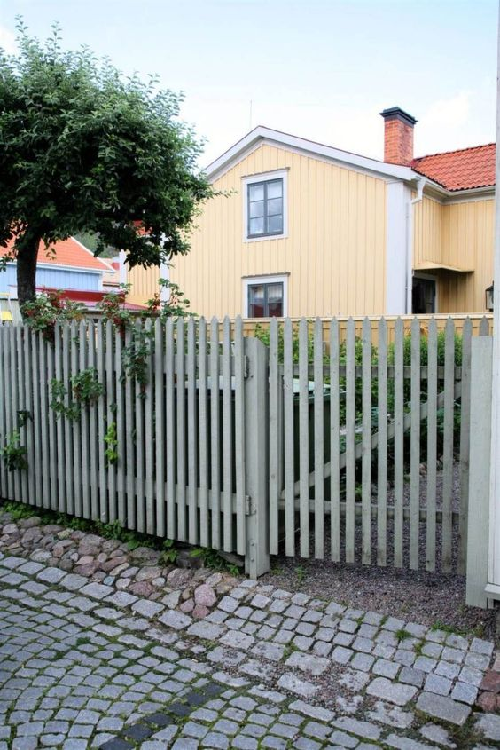 Fence Ideas: Simple Front Fence