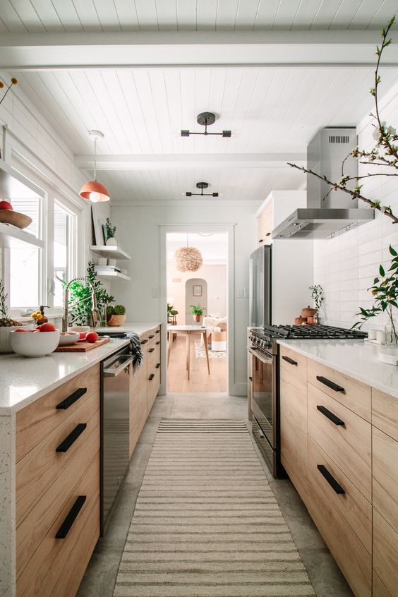 Galley Kitchen Ideas: Warm Earthy Surrounding