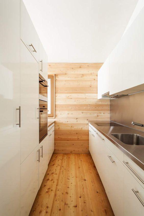 Galley Kitchen Ideas: Warm Wooden Kitchen