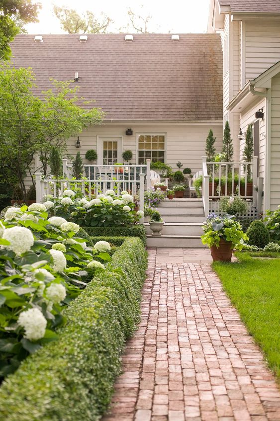 Patio Landscaping Ideas: Affordable Bricks Patio