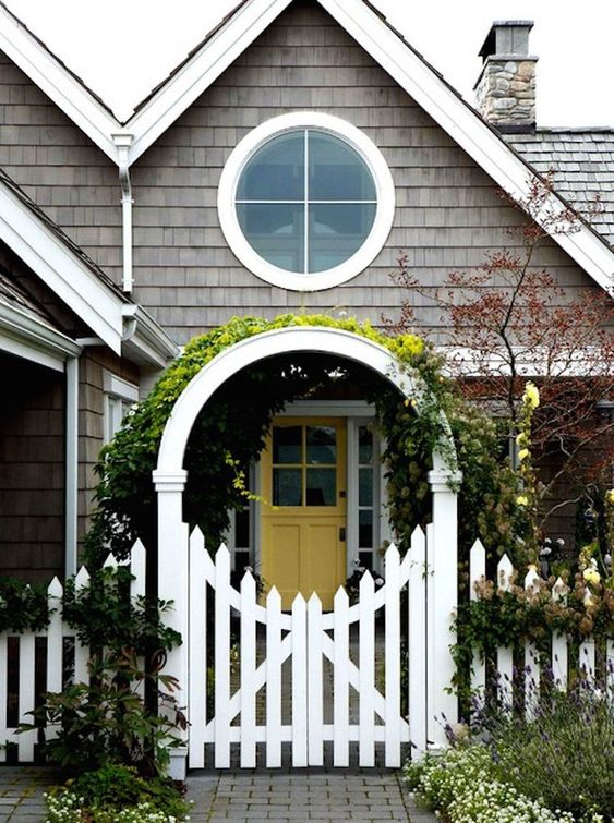 Picket Fence Ideas: Stunning Scallop Shape