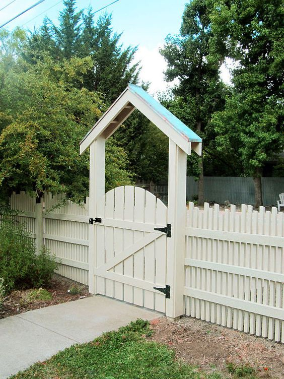 Picket Fence Ideas: Unique Staggered Picket