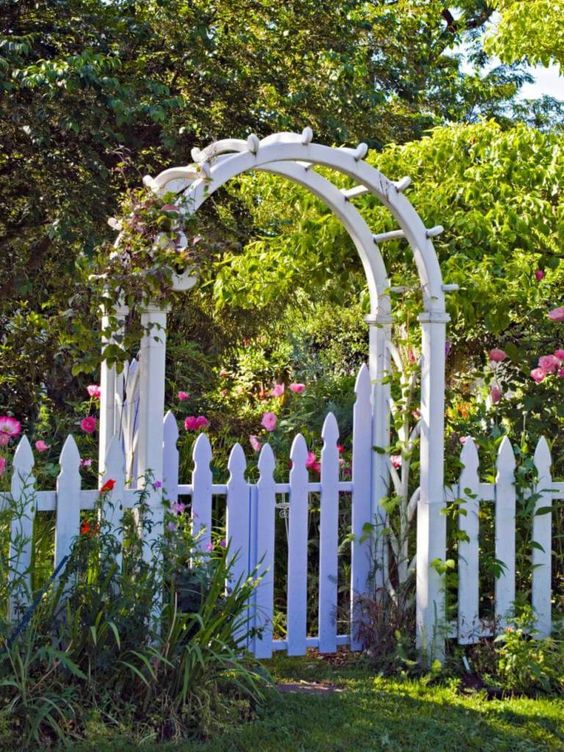 Picket Fence Ideas: Outstanding French Gothic