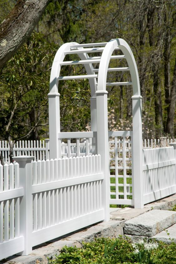 Picket Fence Ideas: Classic White Picket
