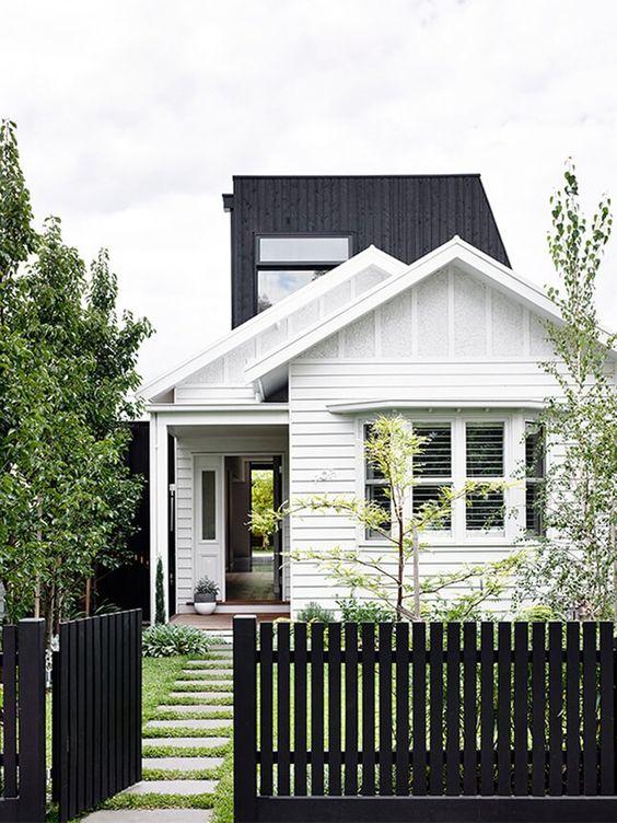 Picket Fence Ideas: Monochrome Flat Top