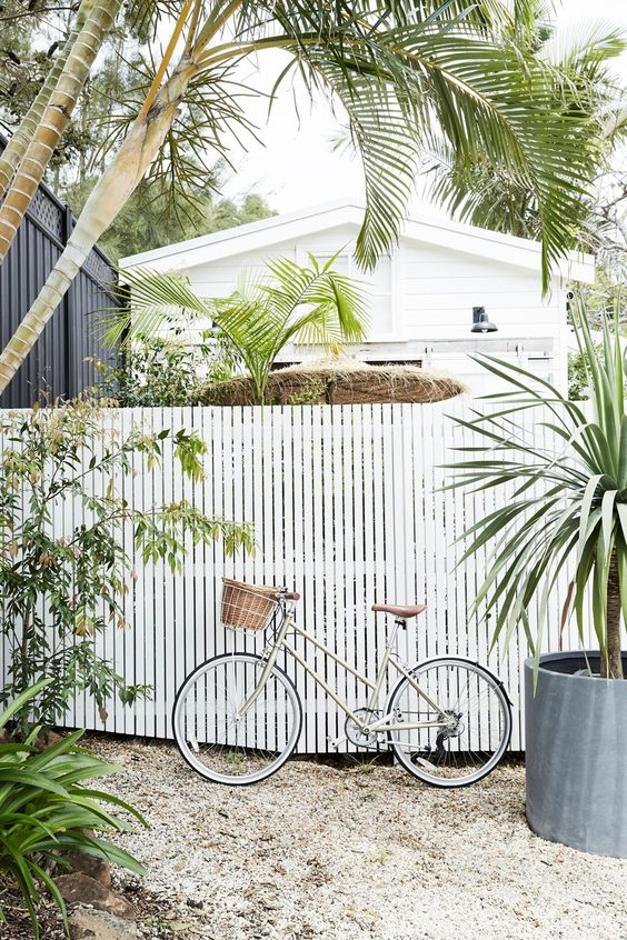 Picket Fence Ideas: Farmhouse Flat Top