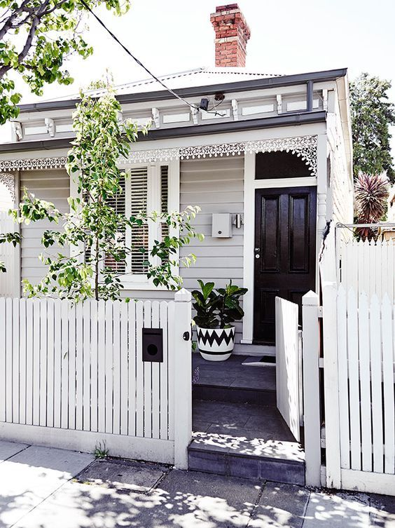 Picket Fence Ideas: Simple White Picket