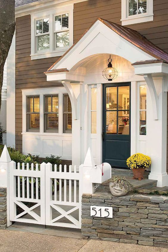 Picket Fence Ideas: Chic Small Fence