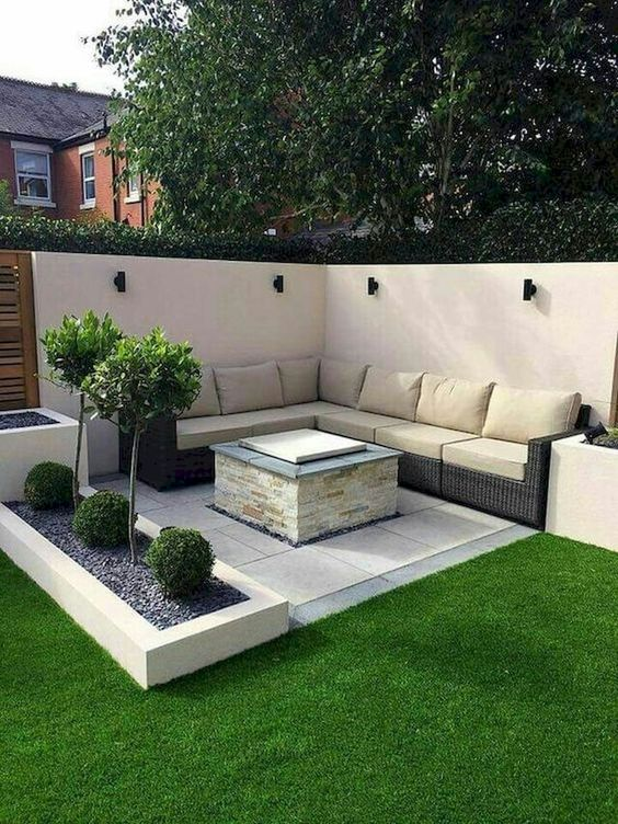 Backyard Seating Ideas: Modern Sitting Corner