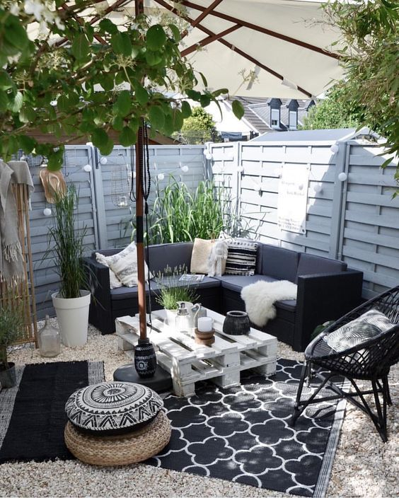 Backyard Seating Ideas: Captivating Decorative Spot