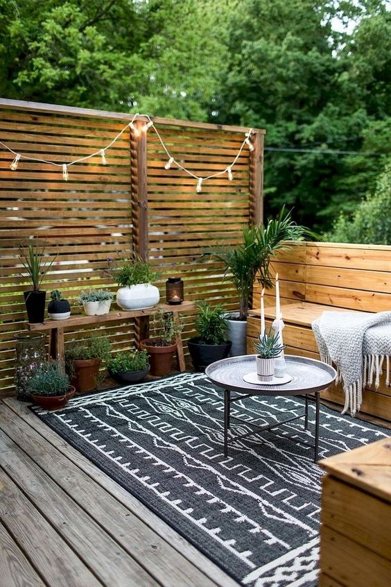 Backyard Seating Ideas: Simple Rustic Concept