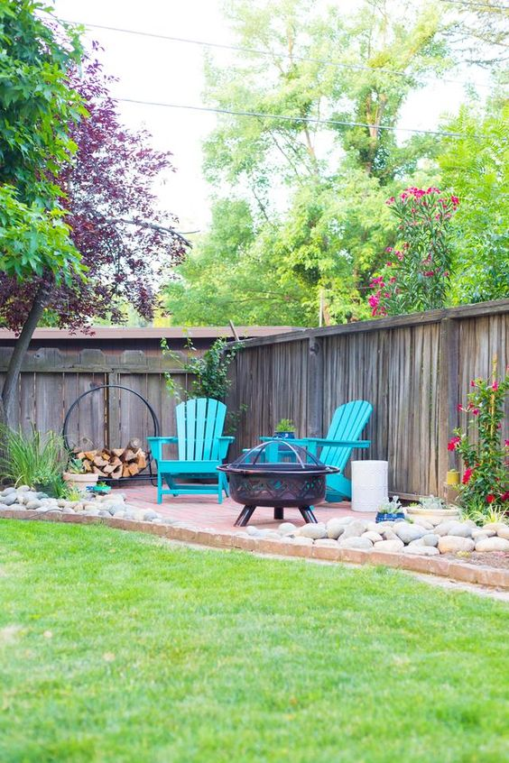 Backyard Seating Ideas: Eye-Catching Sitting Area