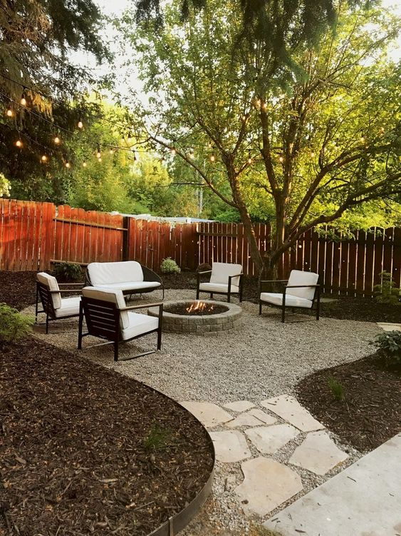 Backyard Seating Ideas: Airy and Cozy