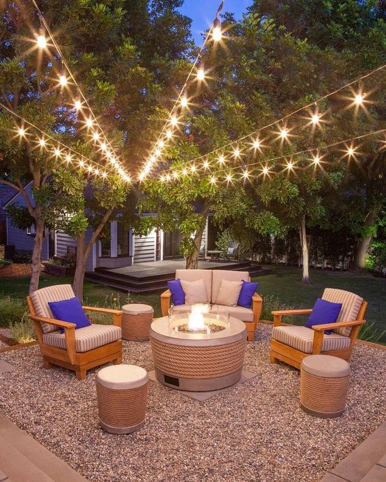 Backyard Seating Ideas: Elegant Simple Decor