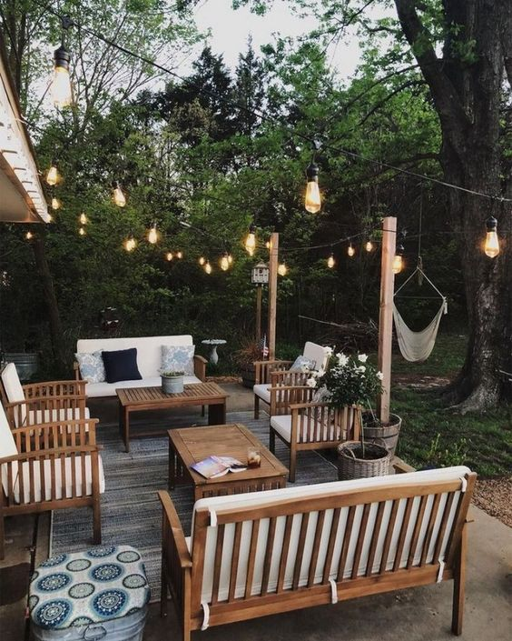 Backyard Seating Ideas: Minimalist and Inviting