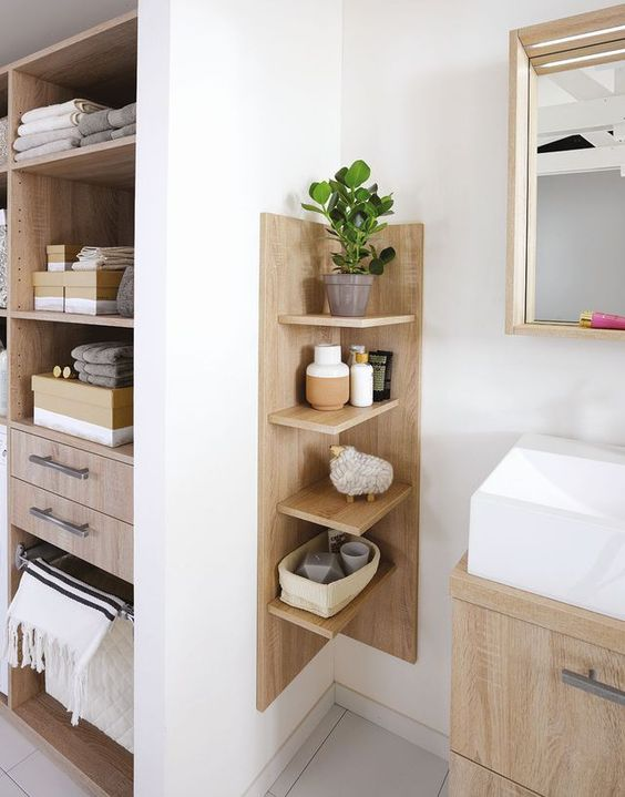 Bathroom Organization Ideas: Earthy Corner Organization