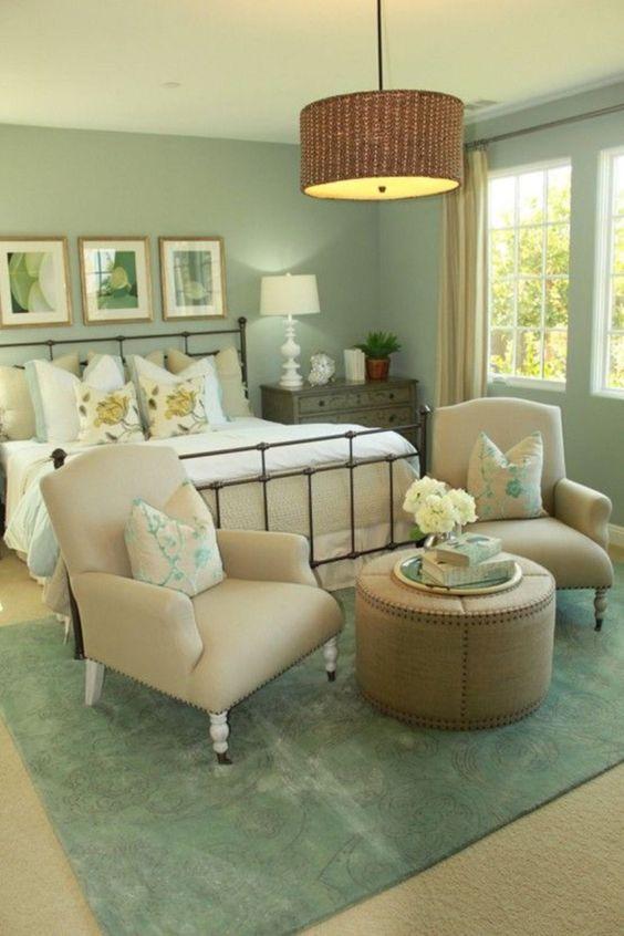 Green Bedroom Ideas: Elegant Vintage Feeling