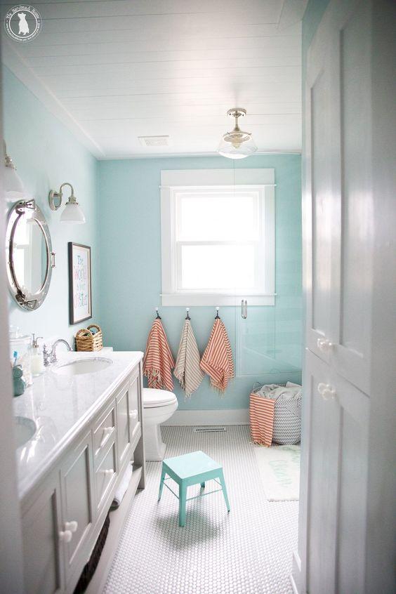 Kids Bathroom Ideas: Minimalist Pastel Bathroom