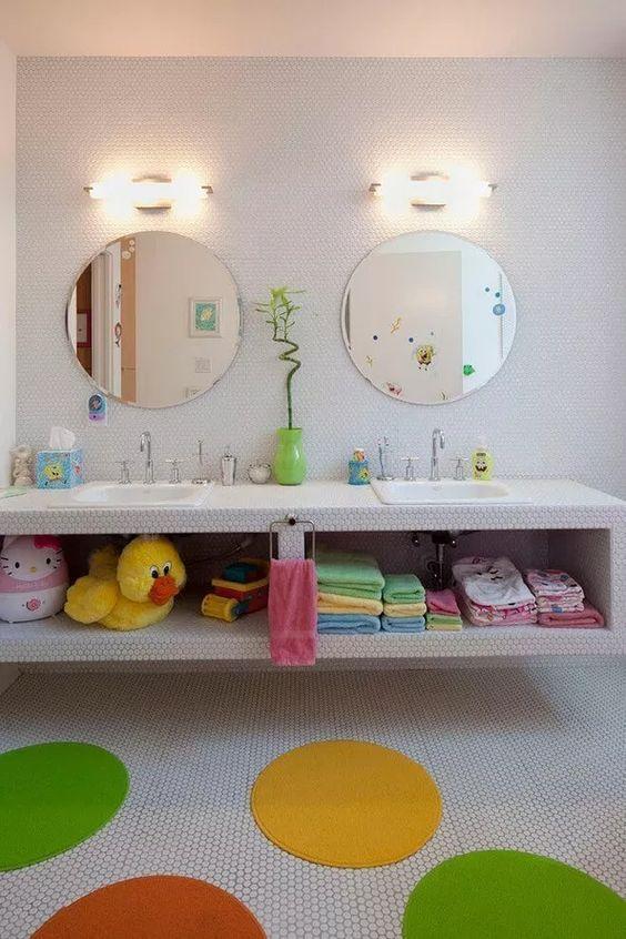 Kids Bathroom Ideas: Easy Access Shelves