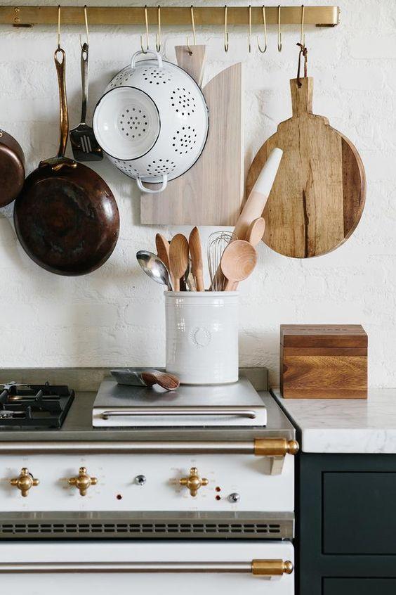 Kitchen Wall Ideas: Simple Wood Decoration