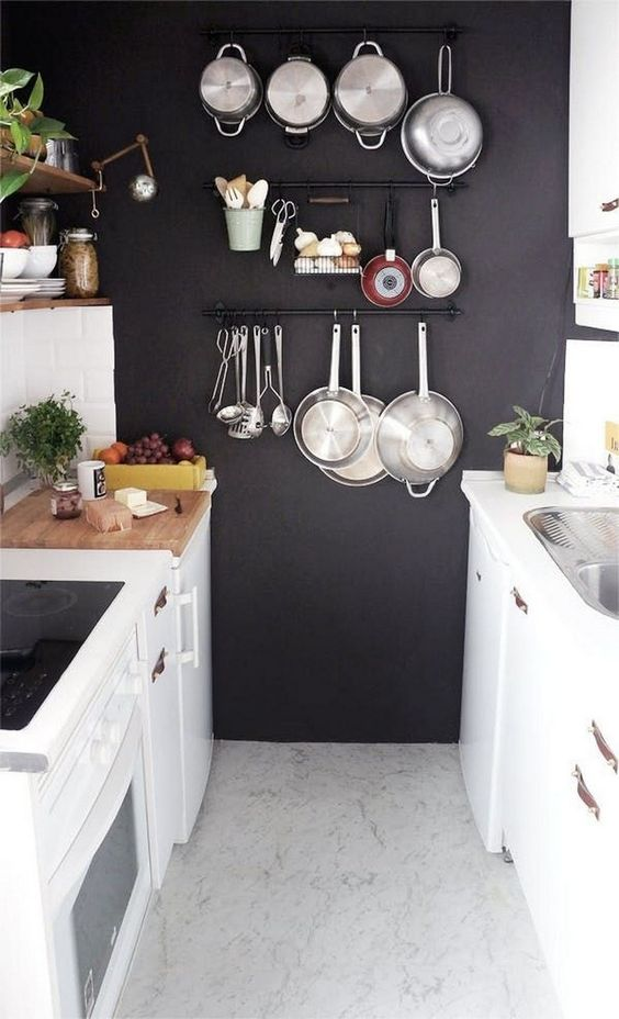 Kitchen Wall Ideas: Silver On the Black