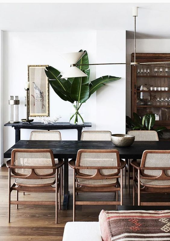 Mid-Century Dining Room Ideas: Captivating Tropical Accent