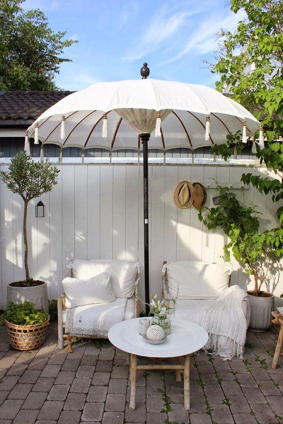 Patio Umbrella Ideas: Elegant Big Umbrella