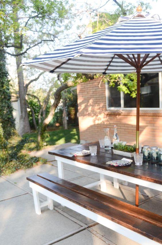 Patio Umbrella Ideas: Cozy Backyard Dining
