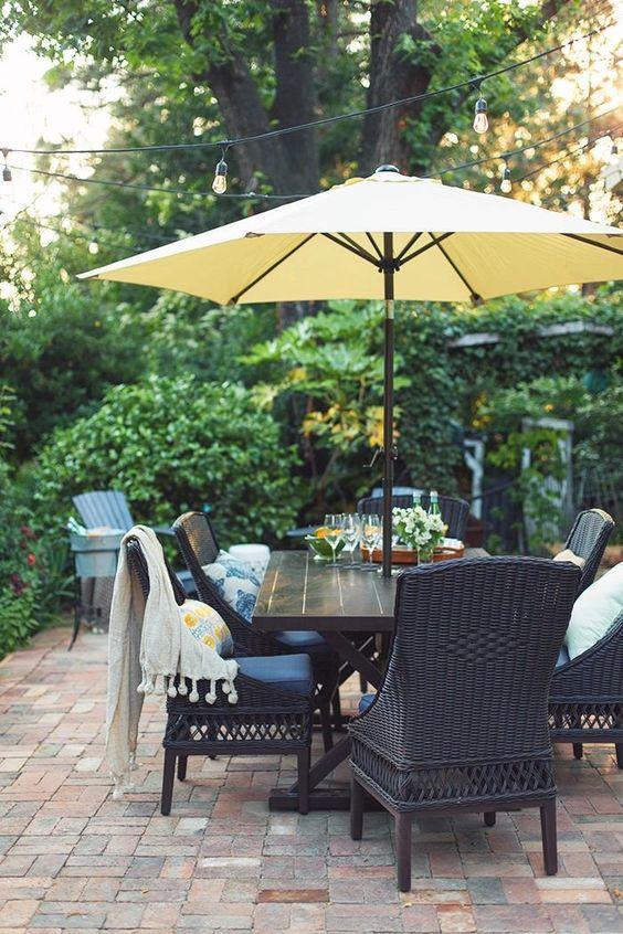 Patio Umbrella Ideas: Simple Table Umbrella