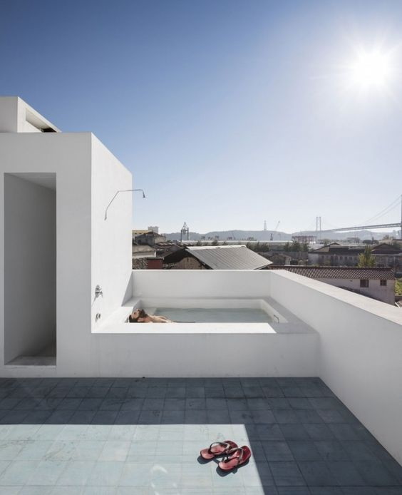 Rooftop Swimming Pool Ideas: Simple Square Pool