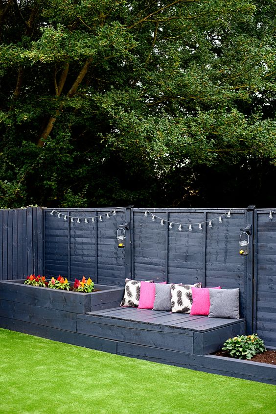 Wooden Fence Ideas: Chic Black Fence