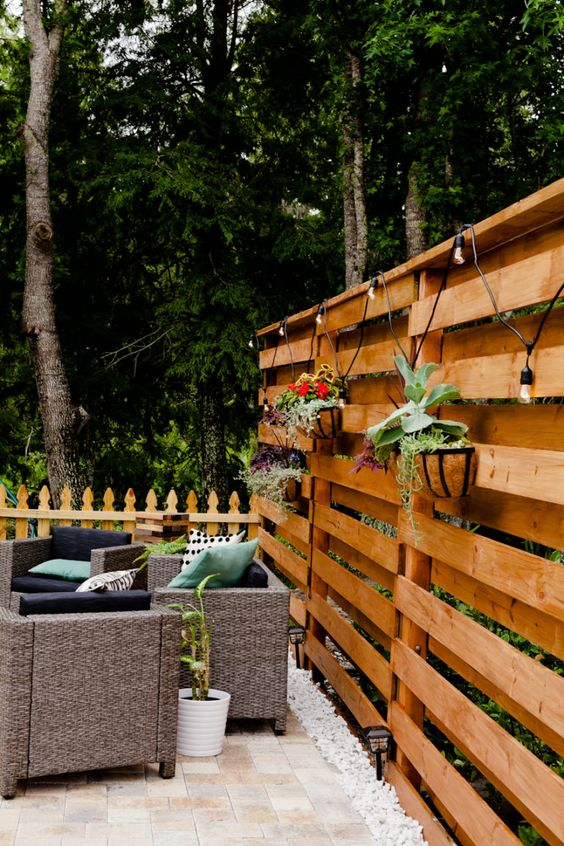 Wooden Fence Ideas: Rustic Privacy Screen