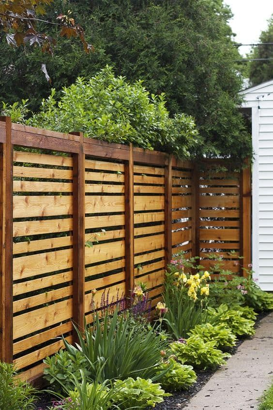 Wooden Fence Ideas: Stunning Horizontal Fence