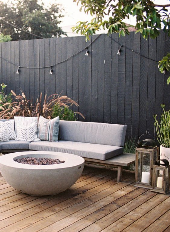 Wooden Fence Ideas: Bold vertical Fence