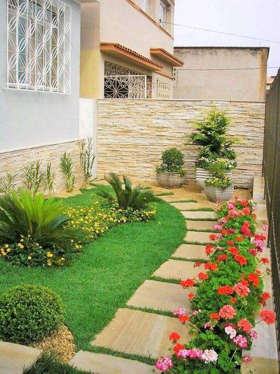 Backyard Wall Ideas: Elegant Earthy Look
