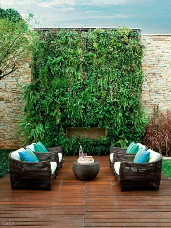Backyard Wall Ideas: Breathtaking Green Corner